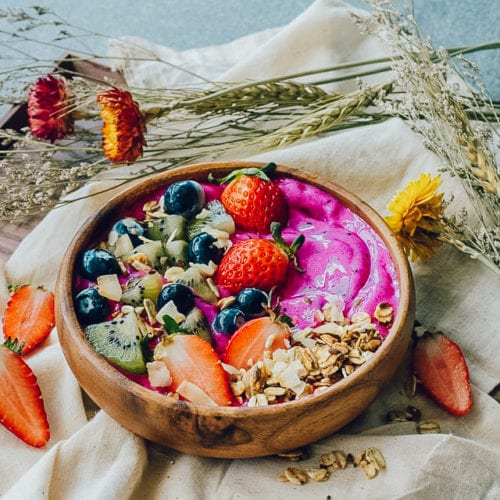 dragonfruit smoothies in a wooden bowl