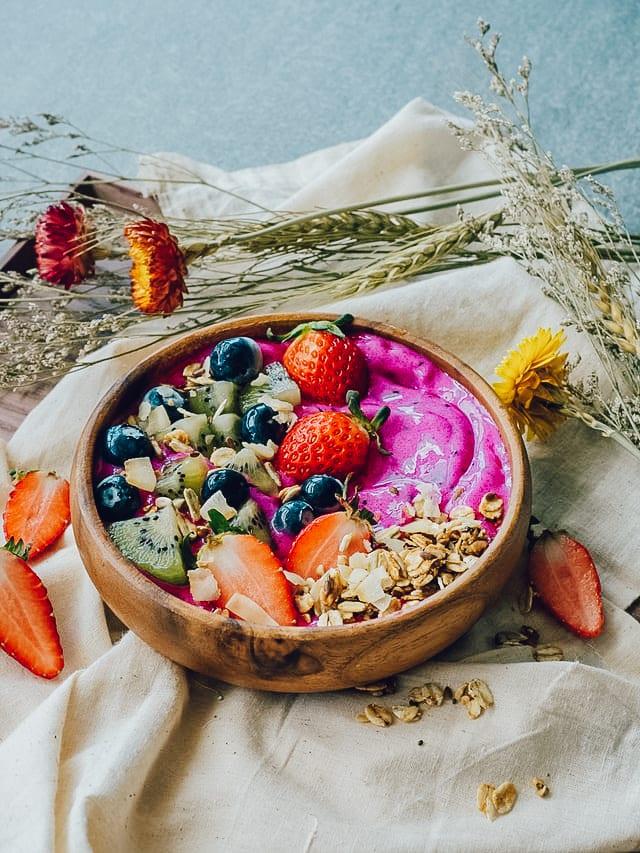 Simple & Delicious Pitaya Smoothie Bowl