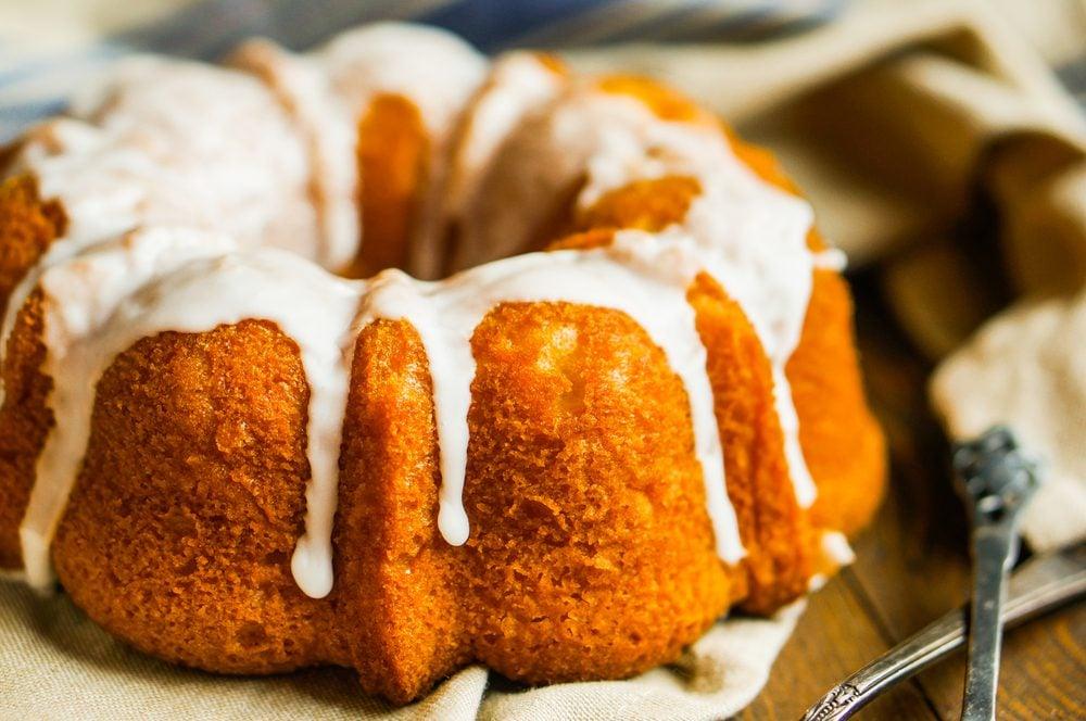 Best Peach Cobbler Pound Cake (Soft Cake + Streusel Filling)